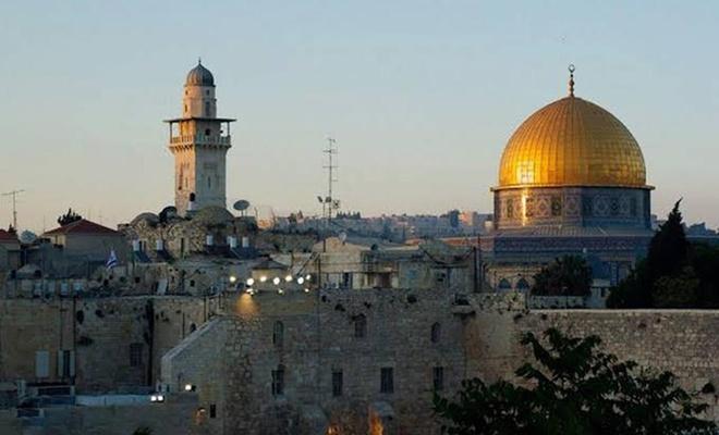işgalci çeteciler Kudüs'te bir camiyi ateşe verdi
