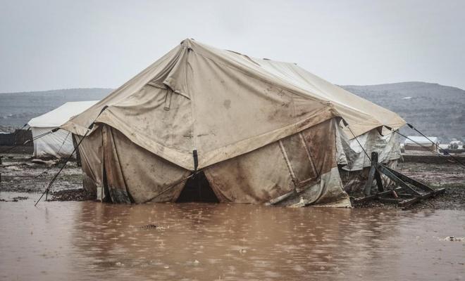 İdlib'te 50 bin sivilin çadırı sular altında kaldı