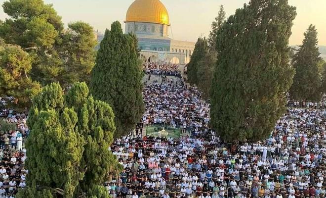 Mescid-i Aksa'da 100 bini aşkın Müslüman bayram namazı kıldı