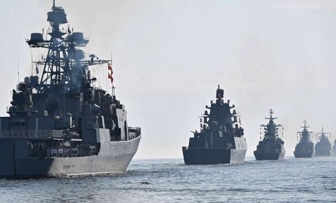 Rus savaş gemileri Karadeniz'de tatbikat gerçekleştirdi