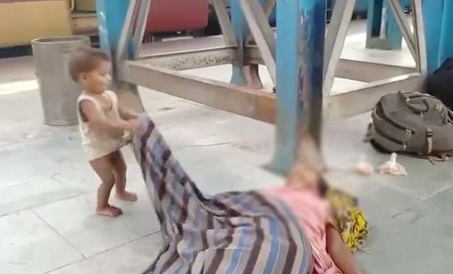 Açlıktan ölen bir anne ve çocuğunun içler acısı görüntüsü