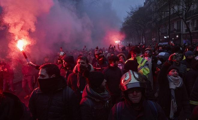 Fransa'da greve devam çağrısı