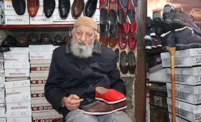 90 yaşında yemenicilik yapıyor