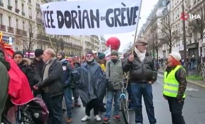 Paris'teki emeklilik protestoları devam ediyor