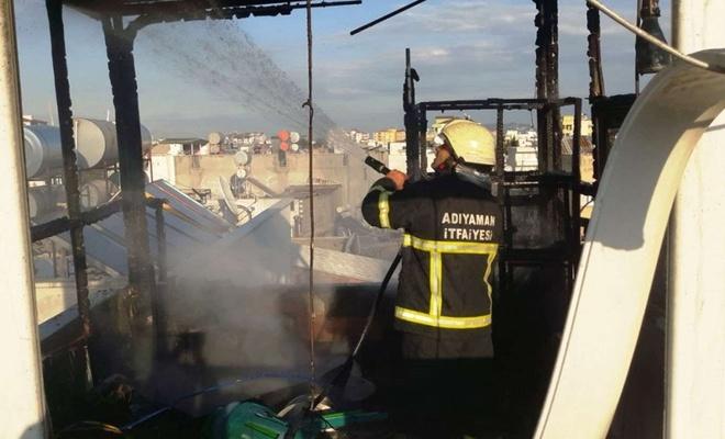 Çatı katında çıkan yangın büyümeden söndürüldü