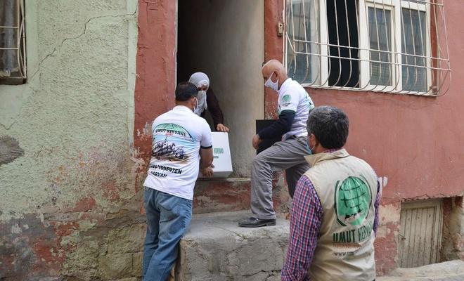 Umut Kervanı Siirt'te Ramazan ayı öncesi yüzlerce aileye yardım ulaştırdı