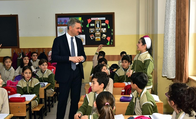 Malatya Valisi Aydın Baruş, okulları ziyaret etti