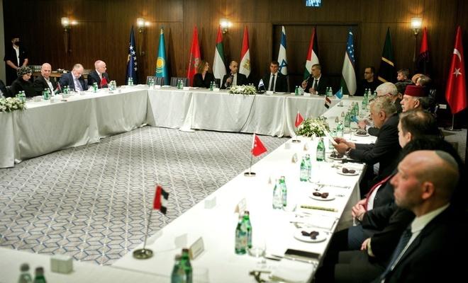 Türkiye ile işgalci aynı masada!