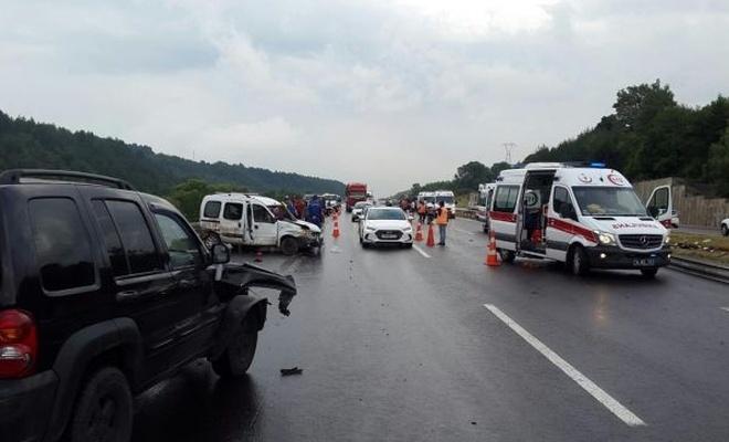 Kayganlaşan yolda zincirleme kaza: Bir ölü 15 yaralı