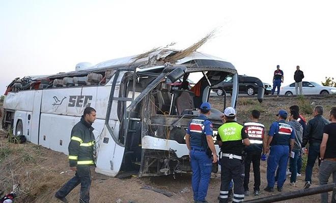 Aksaray`da yolcu otobüsü devrildi: 6 ölü, 43 yaralı