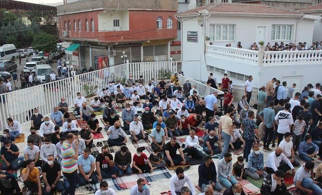 Müslümanlar Bayram Namazında Kudüs'ün özgürlüğü için dua etti