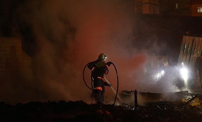 Sanayi sitesinde çıkan yangın hasara neden oldu