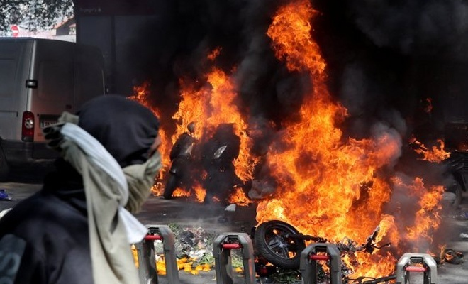 Londra ve Paris sokaklarında eylemler sürüyor