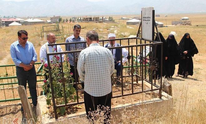 HÜDA PAR heyeti Şehid Ubeydullah Durna'nın mezarını ziyaret etti