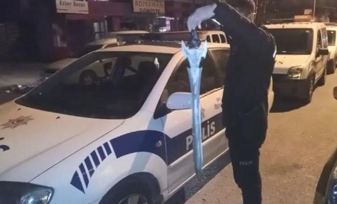 Kılıçla taksi durağına saldırdı
