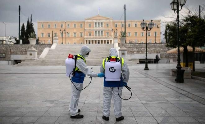 Yunanistan'da Covid-19 nedeni ile sokağa çıkma yasağı başladı