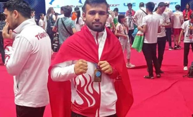 Malatyalı öğrenci katıldığı Kick Boks şampiyonasında Avrupa şampiyonu oldu