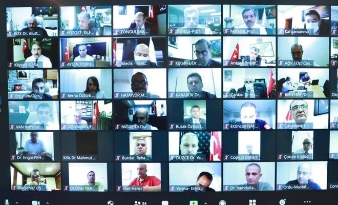 Bakan Koca, 81 ilin sağlık müdürleriyle video konferansla görüştü