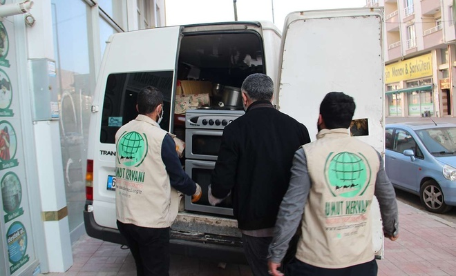 Van Umut Kervanı ihtiyaç sahibi ailelere yardımda bulunmaya devam ediyor