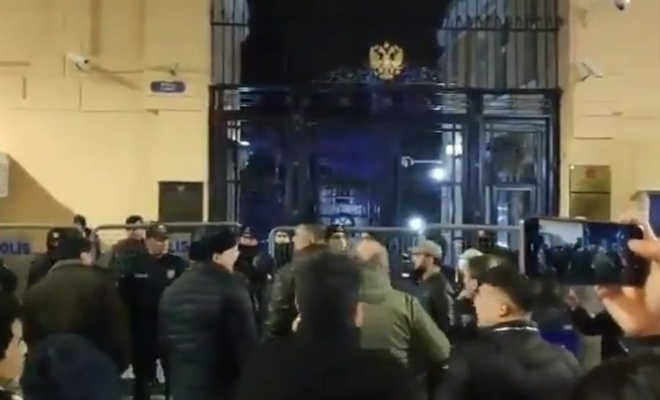 Rusya'nın İstanbul Başkonsolosluğu önünde protesto
