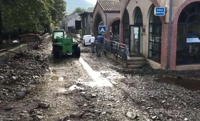 Fransa'da etkili olan sel hayatı olumsuz etkiledi