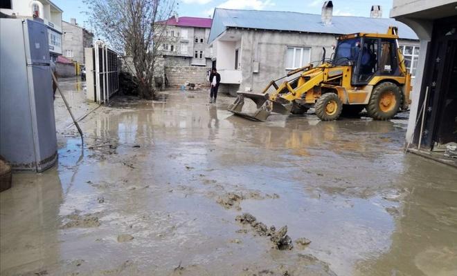 Van'da yağmur sonrası taşkınlar oluştu