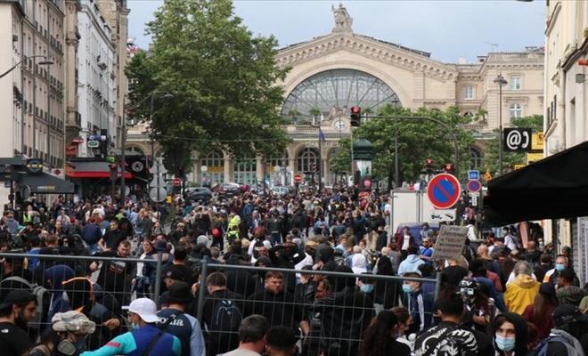 Fransa'da 'sağlık ruhsatı' karşıtları meydanları doldurdu