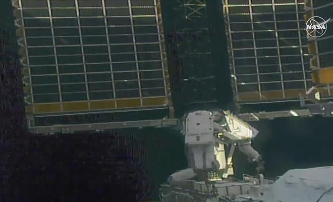 Astronotlar,  uzay yürüyüşüne çıktı
