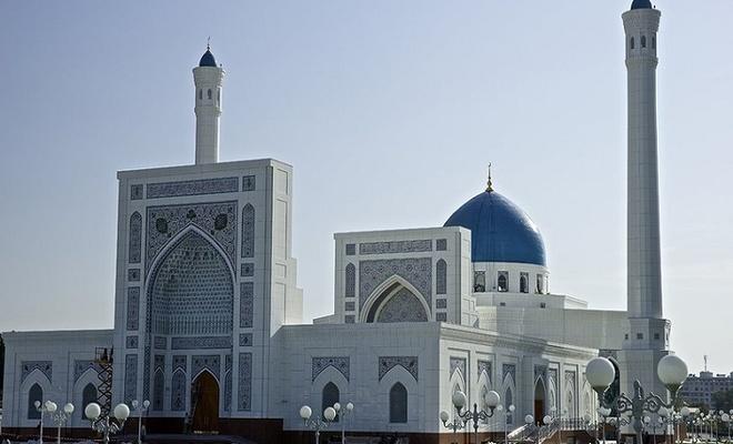 Özbekistan'da camilerde cuma ve bayram namazları kılınmayacak