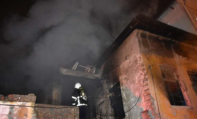 Metruk evde çıkan yangında bir kişi hayatını kaybetti