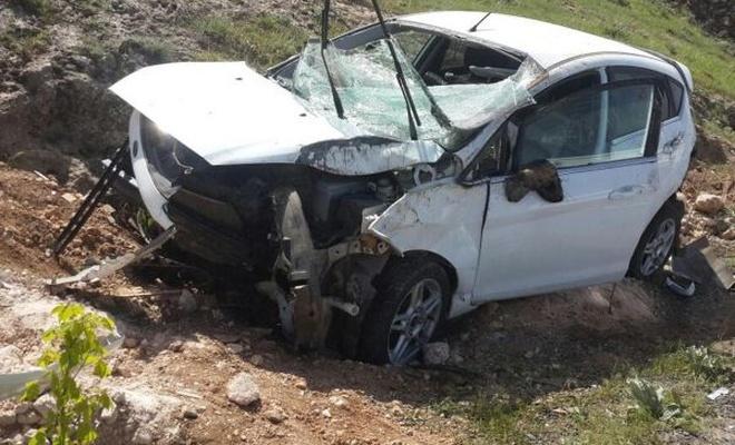 Nevşehir`de otomobil şarampole devrildi
