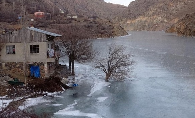 Dünyanın en hızlı akan nehri Çoruh, dondu
