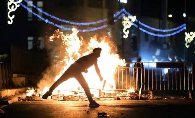Şeyh Cerrah'ta işgal polisi ve yerleşimciler Filistinlilere saldırdı!