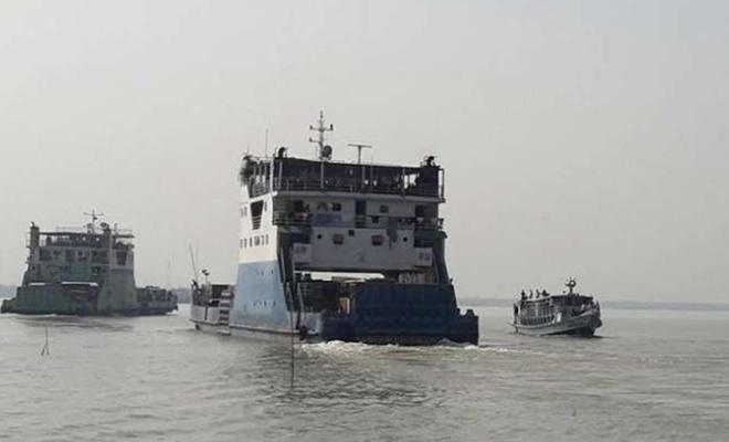 Bangladeş'te gemi ve feribot çarpıştı: 11