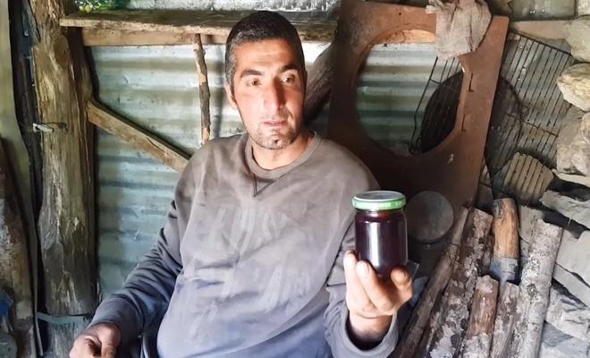 Bursa'da 7 yıldır dağda yaşayan adam, olanı biteni gelenlerden öğreniyor