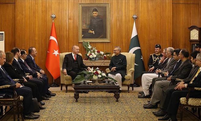 Erdoğan, Pakistan Cumhurbaşkanı Alvi ile bir araya geldi