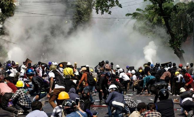 Myanmar'daki darbe karşıtı protestolara ordu müdahale etti: 80 ölü