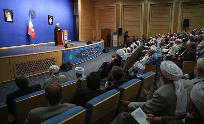 """Ruhani: """"İran devrimi, tek bir mezhebe ait değildir!"""""""