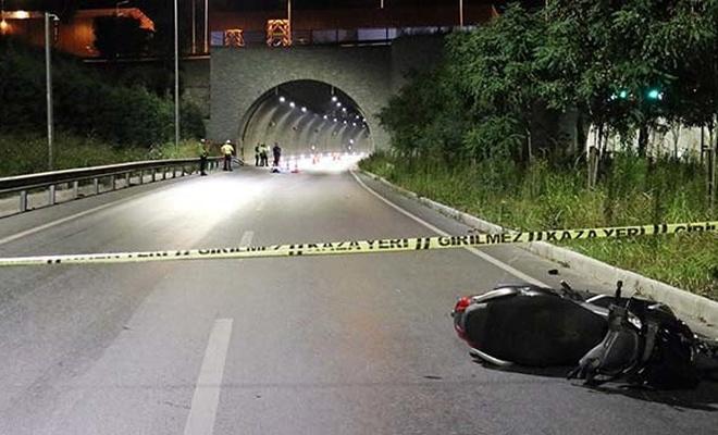 İzmir'de tünel çıkışında bariyerlere çarpan motosiklet sürücüsü öldü