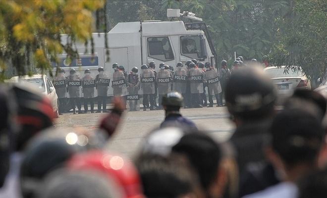Darbe karşıtı gösterilerde en az 10 kişi öldü