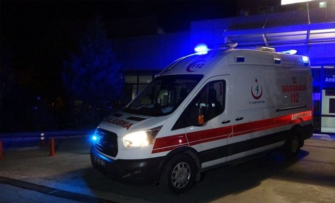 Isparta'da midibüsle otomobil çarpıştı: 15 yaralı!