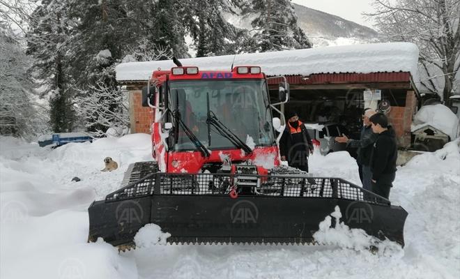 Kastamonu'da kardan yolu kapanan köydeki hastayı AFAD ve UMKE ekipleri kurtardı