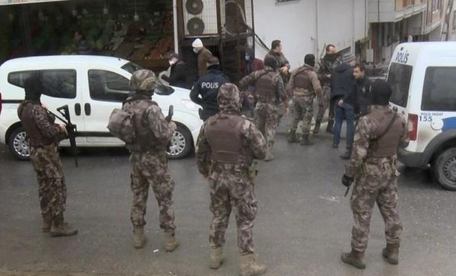 Esenyurt'ta ellerinde silah ve kılıç olan 15 kişi terör estirdi!