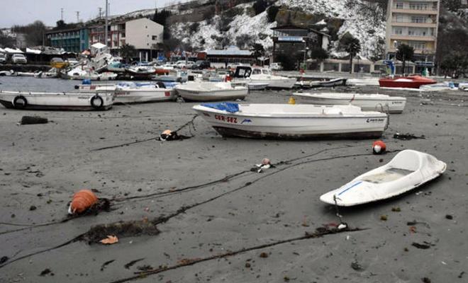 Denizin çekilmesi vatandaşları korkuttu
