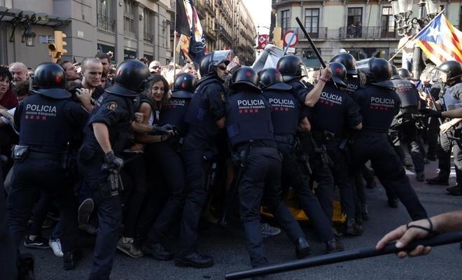 İspanya karıştı! 400 yaralı