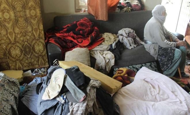 Sultan nine ve oğlu harabe ve çöpten oluşan evde yaşıyor