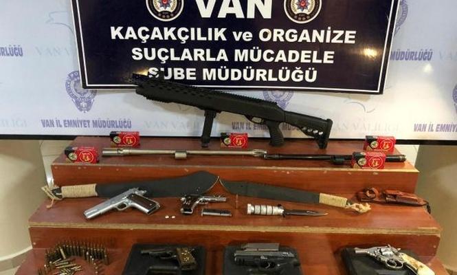 Van`da 2 iş yerinde ruhsatsız silahlar ele geçirildi