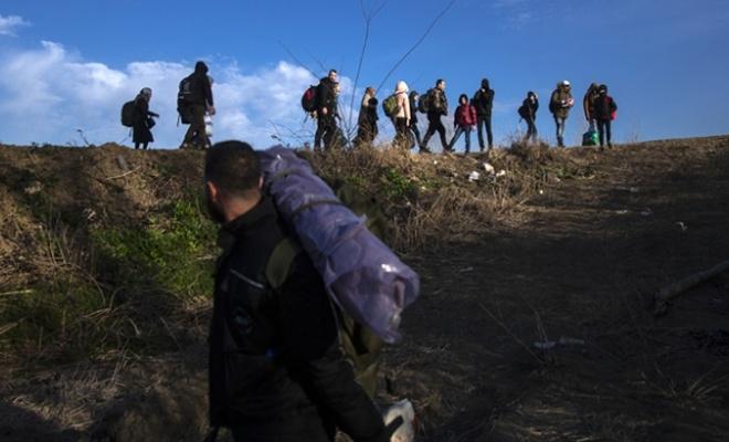 Sığınmacıların Yunanistan'a geçişleri sürüyor