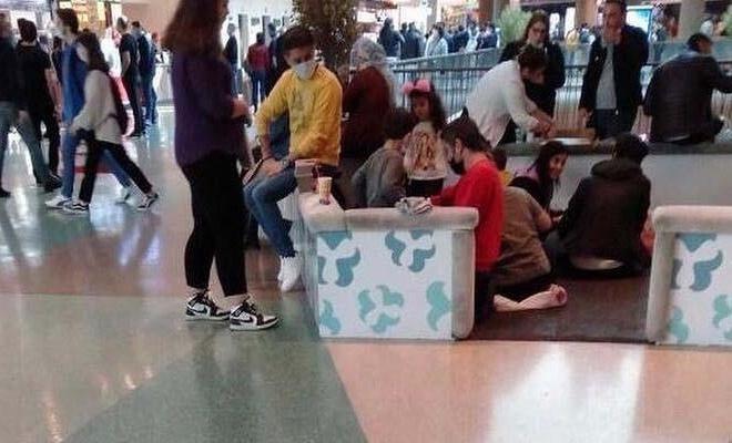 Masaların kaldırıldığı mekanlarda vatandaşlar çareyi yerde buldu