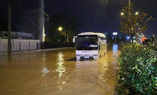 İzmir`de bir aylık yağmur 3 günde yağdı